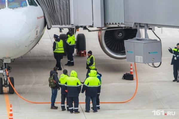 Самолет не смог вылететь из Платова в Москву