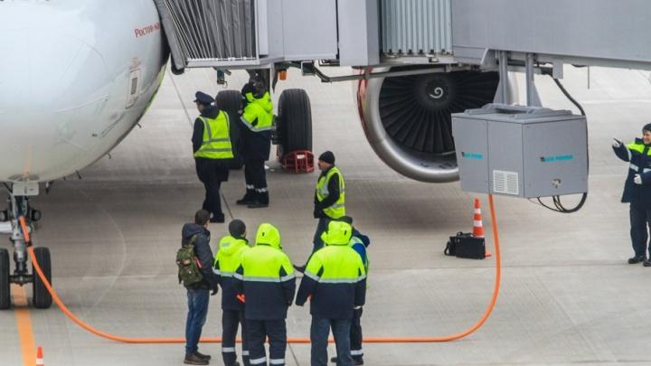 Самолет не смог вылететь из Ростова в столицу из-за неисправности в двигателе