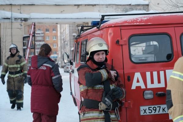 Пожарные спасли женщину, которая отравилась едким дымом