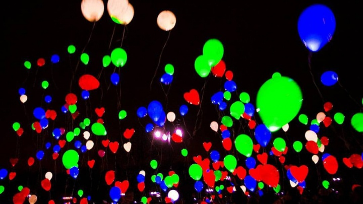Тюменцы загадают желание и запустят в небо сотни светящихся шариков