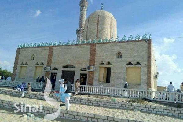 Теракт произошел в мечети Египта, где, по предварительным данным, молились около 500 человек