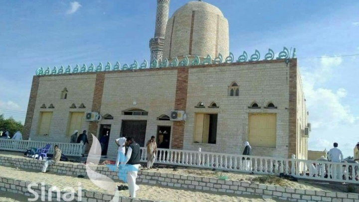 В египетской мечети произошел теракт: сотни убитых и раненых