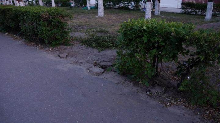 В центре Волгограда «раздевают» исторический чугунный забор