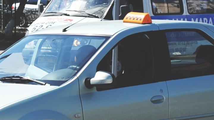 Тюменские таксисты объяснили, почему во время непогоды резко повысили цены