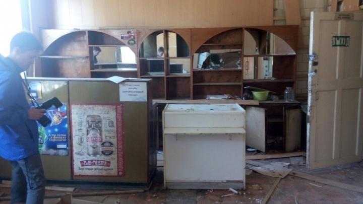 Никому не нужное здание ресторана «Якорь» в Соломбале стирают с лица земли