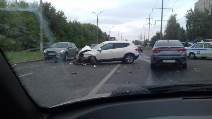В Тольятти машины встали из-за аварии на улице Лесной