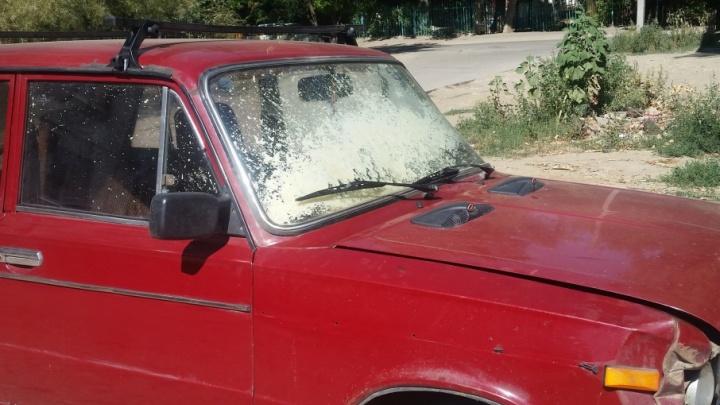 В Волгограде в оставленной на жаре «шестерке» взорвался баллон с монтажной пеной