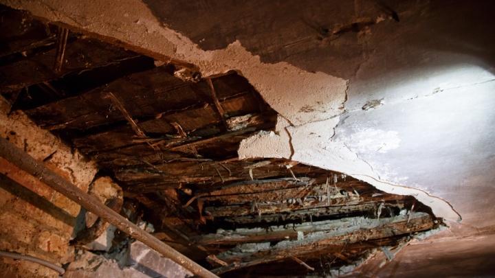 В Красноармейском районе Волгограда обрушилась кровля и перекрытия в жилом доме