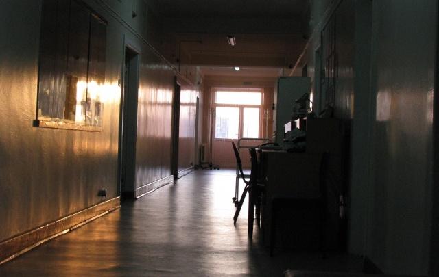 В больнице Волгограда насмерть уронили с каталки пенсионера с инсультом