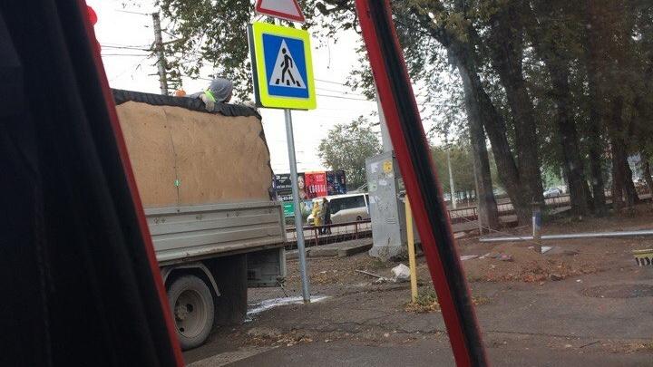 В Волгограде перевернули дорожные знаки с ног на голову