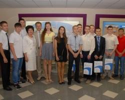 На Ростовской АЭС вручили целевые договоры лучшим выпускникам школ