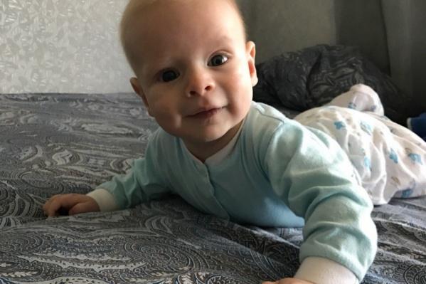 Здесь Равилю Мирзабалаеву четыре месяца. Через полгода у него обнаружат рак сетчатки глаз