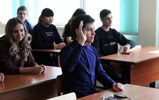 Волгоградских школьников волнуют плохие дороги, маршрутки и проблемы малого бизнеса
