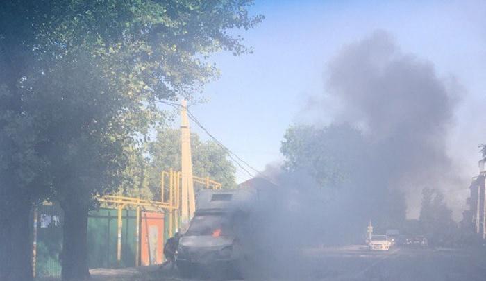 В Ростове спасатели потушили загоревшуюся на дороге «газель»