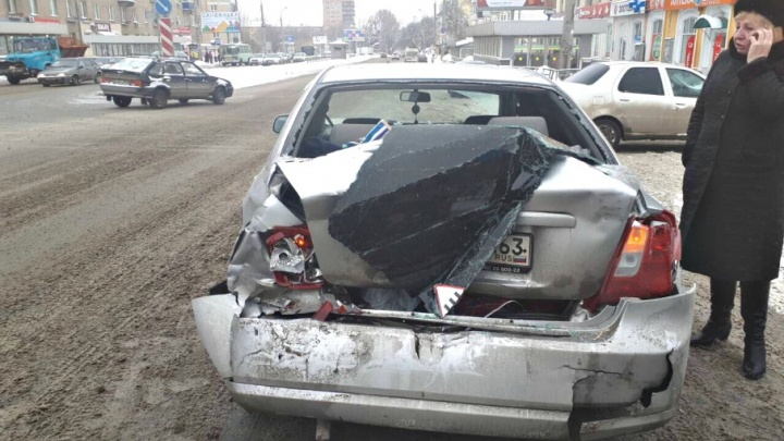 На пересечении Гагарина и Запорожской автобус №226 протаранил Chevrolet Lacetti