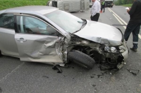 Серьезные повреждения получили не только машины