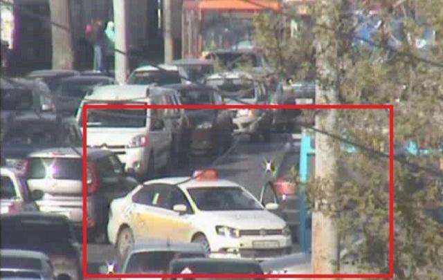 На шоссе Космонавтов из-за аварии с легковушками автомобилисты встали в пробку