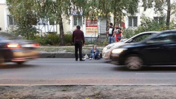 «У девушки лицо в крови»: в Самаре на улице Советской Армии сбили двух пешеходов