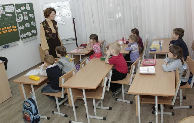 В Самаре некоторым школам приходится работать в три смены из-за нехватки мест