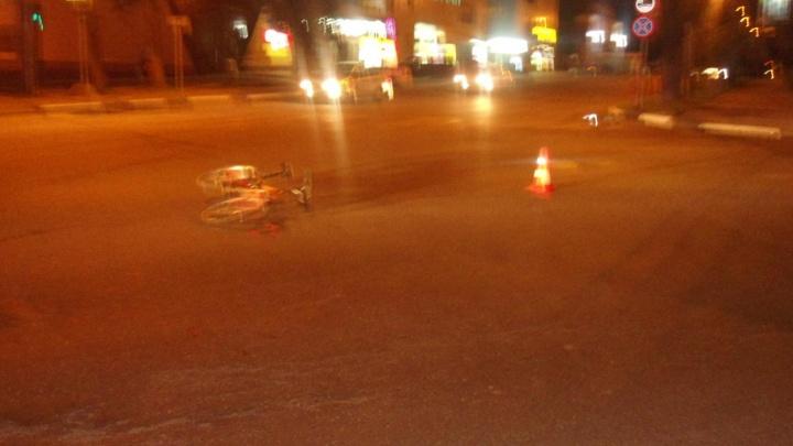 В полночь в центре Ярославля девушка на иномарке сбила велосипедиста