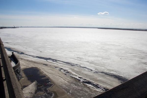 Особенностью этого ледостава является очень мощный морской припай на выходах из рукавов Северной Двины