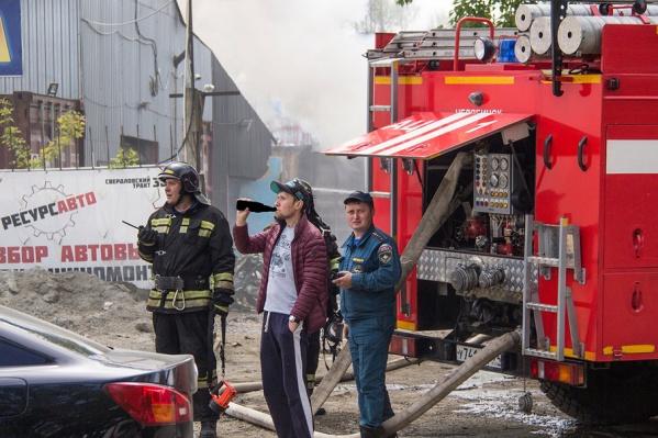 На Свердловском тракте в Челябинске пожар