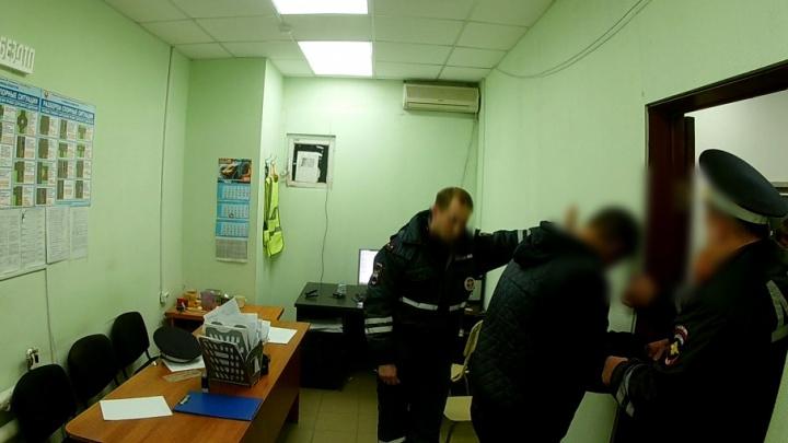 Бился головой об стену: активисты «Ночного патруля» помогли поймать пьяного водителя