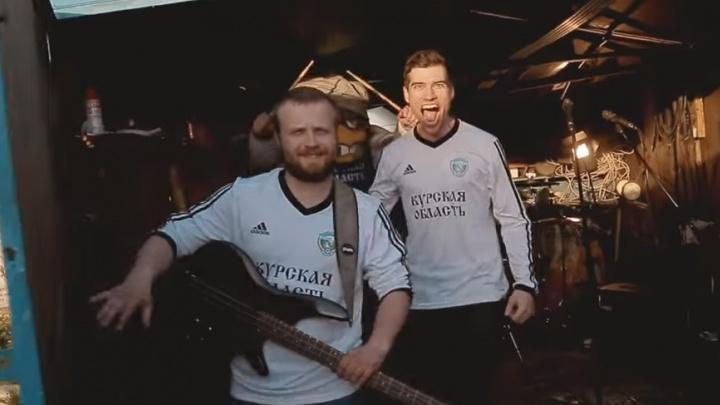 Футболисты «Авангарда» перед поездкой в Волгоград сняли клип с настроем на победу