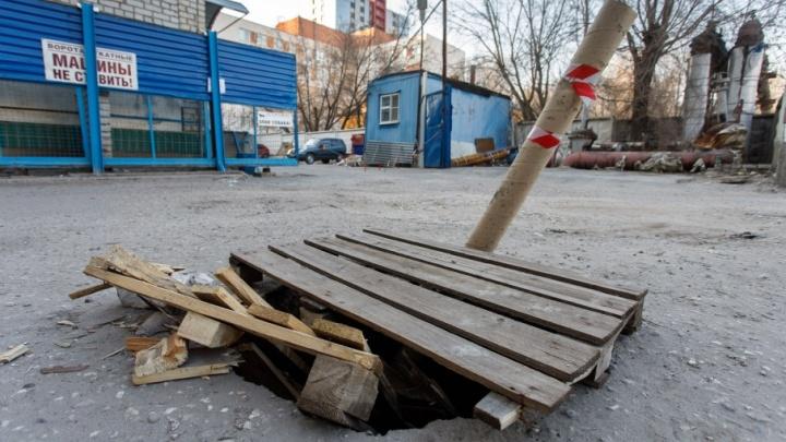 В центре Волгограда провал три месяца грозит пациентам детской больницы