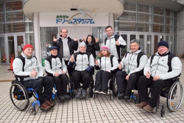 В последний момент команда узнала о недопуске скипа Андрея Смирнова (крайний справа)