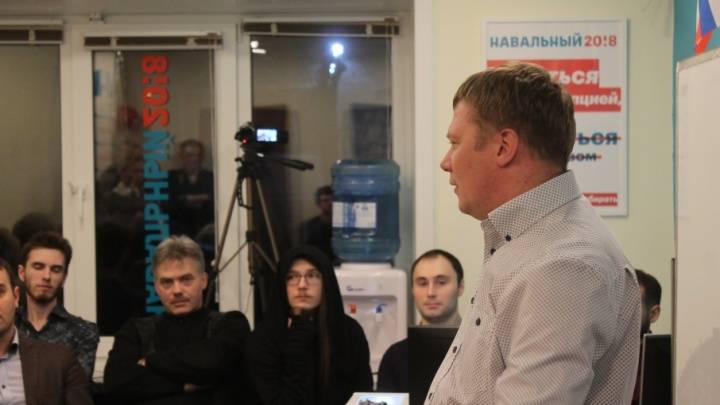 В Архангельске депутат предложил проверить школьного учителя из-за его лекции в штабе Навального