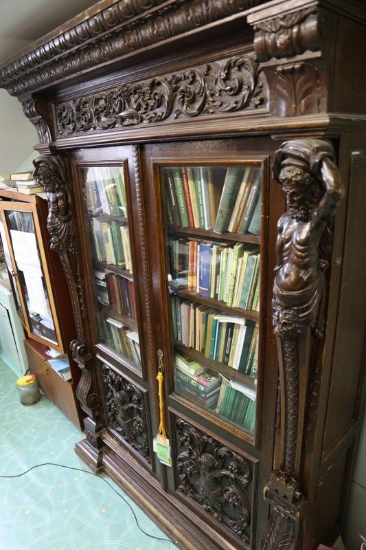 В сельхозакадемии сохранилась мебель XIX века