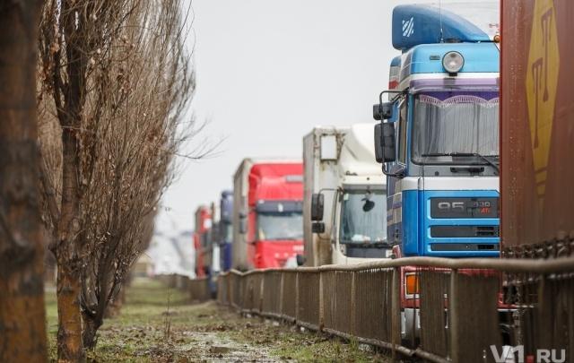 Проезд грузовиков по Волгограду запретили до конца лета
