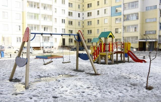 Летом в Челябинске приведут в порядок две сотни дворов