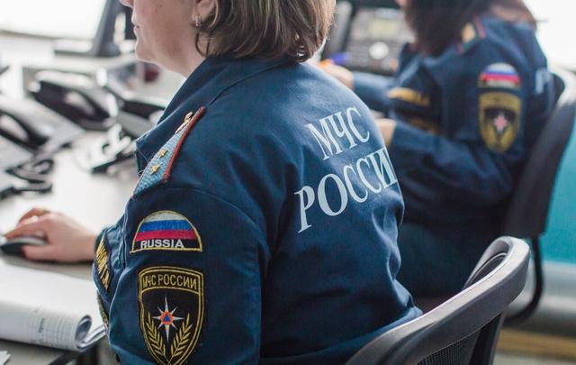 В Самаре на Чернореченской мужчина бегал по крыше