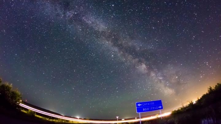 Екатеринбуржец сделал завораживающее фото Млечного пути над Волгоградом