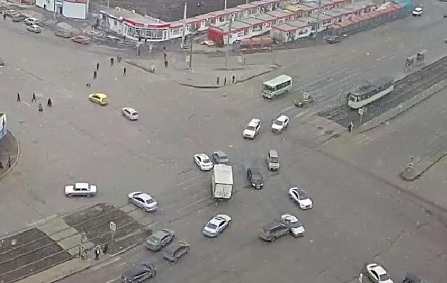 Перекресток на северо-западе Челябинска опять собрал ДТП