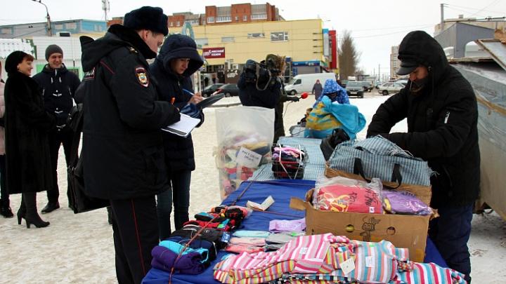 Полиция и дзержинская администрация разогнали продавцов возле торгового центра «Победа»
