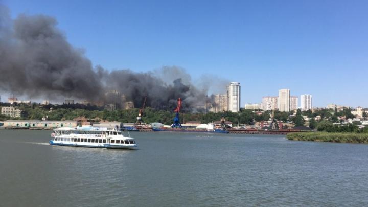 Площадь пожара в центре Ростова увеличилась до пяти тысяч квадратных метров
