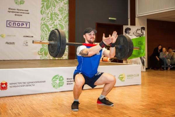Упражнения со штангой помогают поддерживать в тонусе разные группы мышц