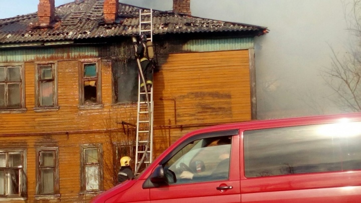 В Маймаксе загорелся деревянный нежилой дом