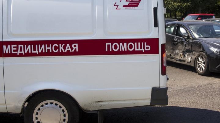В Ростовской области при столкновении с фурой на трассе погибли пассажир и водитель легковушки