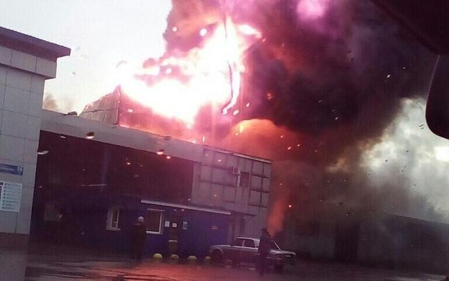 Подробности пожара на «Полимерпласте»: огонь заметили рабочие