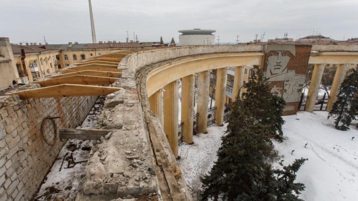Здания и колонны возле дома Павлова отремонтируют и выкрасят в персиковый цвет