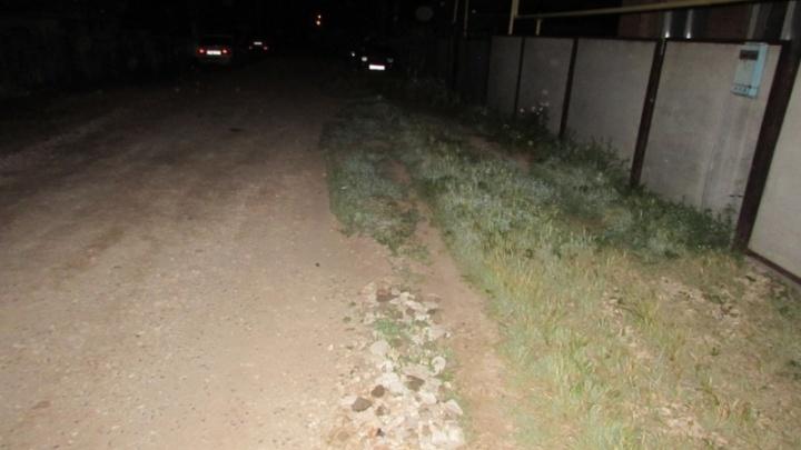 В Самарской области мужчина ударил прохожего и отобрал у него телефон