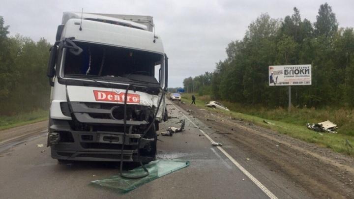 На трассе в Челябинской области столкнулись грузовик и легковушка