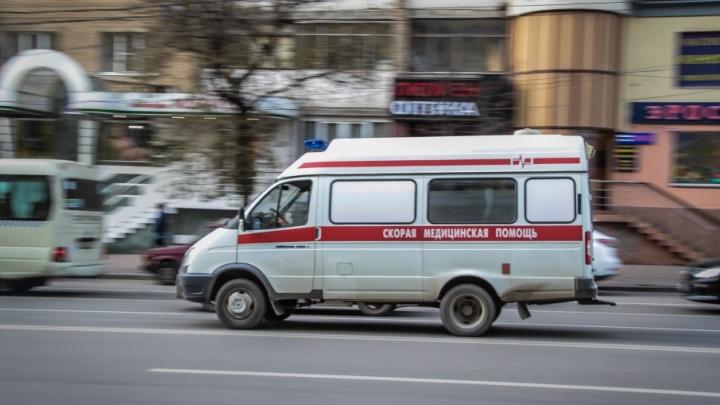 В центре Ростова в иномарке нашли раненного ножом мужчину