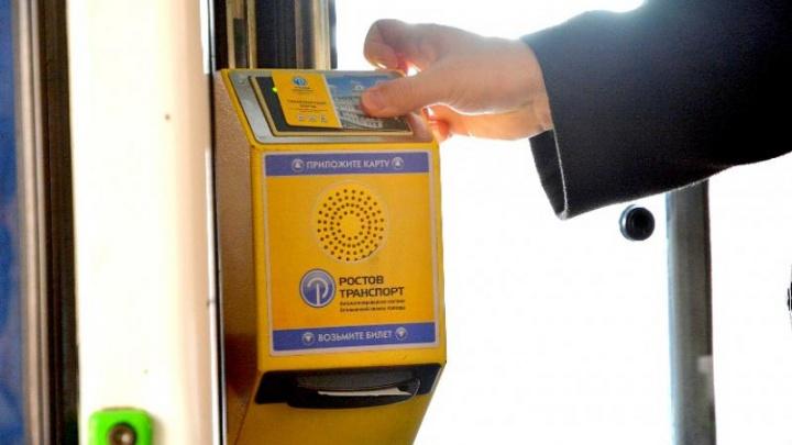 «Ажиотажа нет»: в Ростове покупают 300 транспортных карт в день