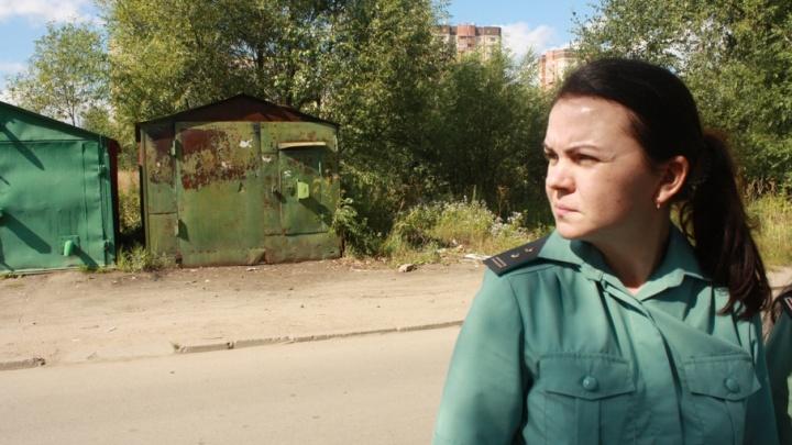 В Ярославле должник прятался от судебных приставов в кустах