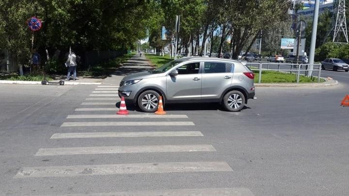 На Московском шоссе рядом с «Парк Хаусом» водитель KIA сбил пешехода на самокате
